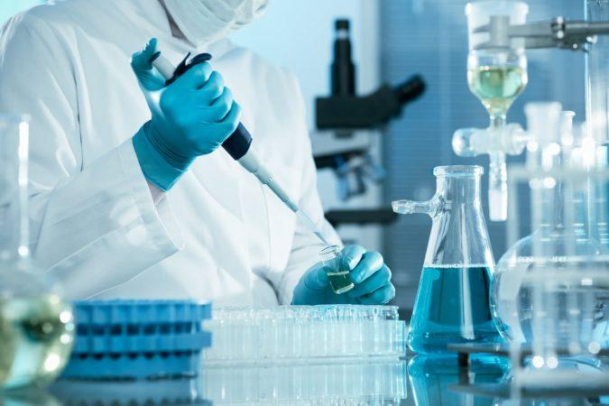 professors testing in leb 675x450 - Presentation of the profession of laboratory technician